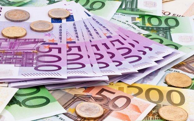 کاهش قیمت رسمی یورو و پوند، دلار ثابت ماند