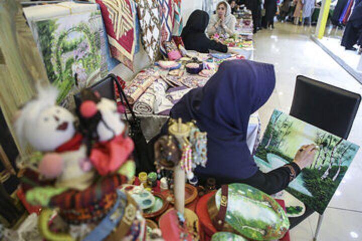 خبرنگاران نمایشگاه سراسری تولیدات خود اشتغالی در تبریز گشایش یافت