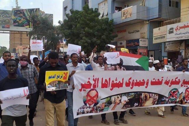 درخواست معترضان سودانی برای برکناری نخست وزیر، نایب رئیس شورای حاکمیتی: عصای موسی را نداریم